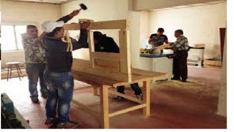 نجارين خشب من الجنسية المغربية