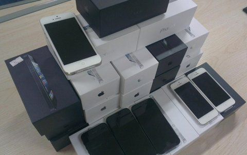 صور Apple iPhone 5 64GB/Samsung Galaxy S4/BB Porsche P'9521 / Nokia  1