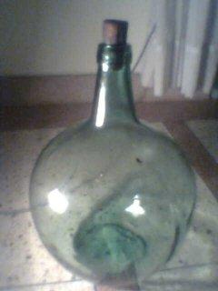 زجاجة قديمة مكتوب على فمها  AYELENSE  16-LXX