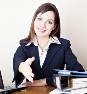 لدى شركة الاسمر للإستقدام موظفين وموظفات إستقبال  من جنسية مغربية.