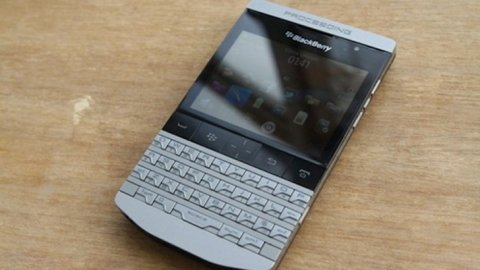 صور BLACKBERRY PORSCHE DESIGN P'9981 GOLD BB PIN: 230036A6 1