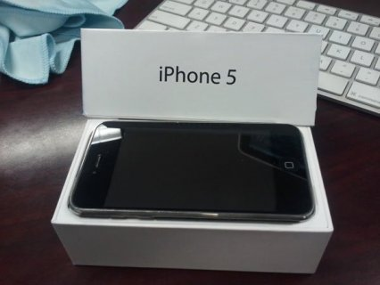 Selling New Unlocked Apple iPhone 5 64GB: