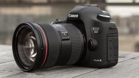 Canon EOS 5D Mark II Digital SLR Camera with EF 24-105mm IS len