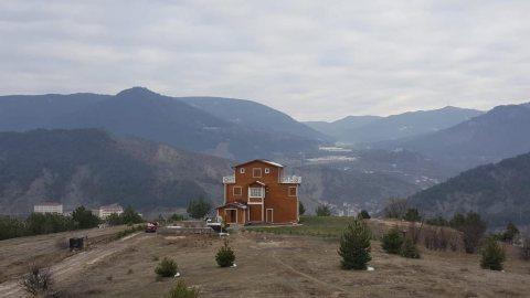 مطعم و موتيل و أرض 14000 متر و مخطط لمنتج صحي بجبال بولو في تركيا