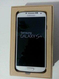 BRAND NEW SAMSUNG GALAXY S4 16GB UNLOCKED PHONE
