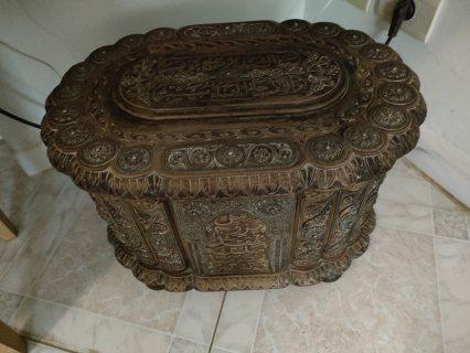 صندوق عتيق جدا منذ اكثر من 200 سنة