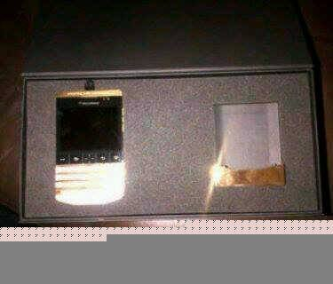 Blackberry Porsche Design Gold/ Iphone 5s Add BB Pin: 230036A6