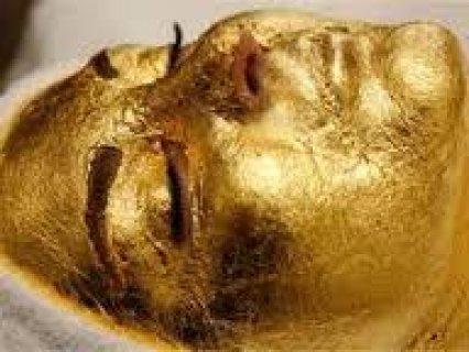 قناع رقاقات الذهب للعناية بالبشرة