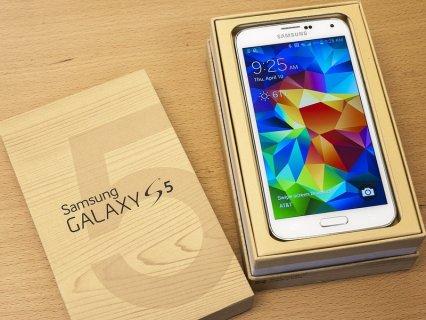 Brand New Unlocked :Samsung Galaxy s5, iPhone 5s :1700 QAR