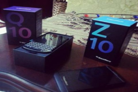 For Sale Special Pin Blackberry Porsche  BBM CHAT 23A0C377
