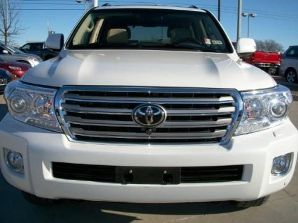 MY 2013 TOYOTA LAND CRUISER V8 IS FOR SALE.