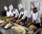 نتوفر من الجنسية المغربية على طاقات شابة ومحترفة في المطبخ خبرة في أكبر المطاعم