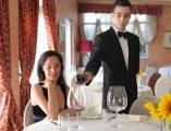نادلين من الجنسية المغربية يتميزون بالأناقة وحسن المظهر لهم خبرة بأرقى المقاهي